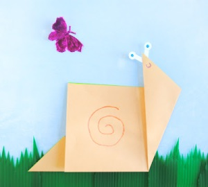 Source: http://zakkalife.blogspot.ca/2012/08/origami-snail.html